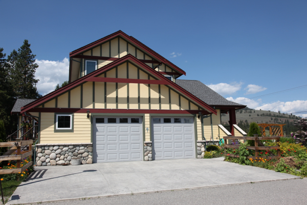 Garage  summerland home