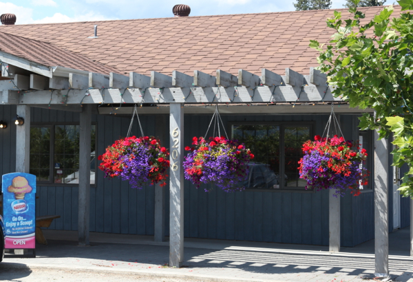 Pergola at Summerland Sweets  Carpenters in the Okanagan